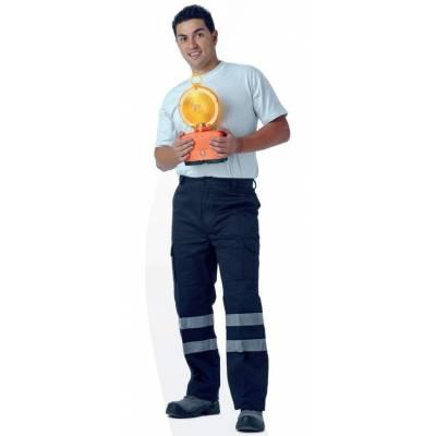 Pantalón multibolsillos, refuerzos en culera y rodillas y dos cintas reflectantes