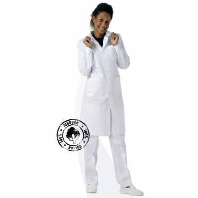 Bata de señora con cierre de botones, un bolso de pecho y 2 bajos. Color blanco. 100% Algodón. WTB6111