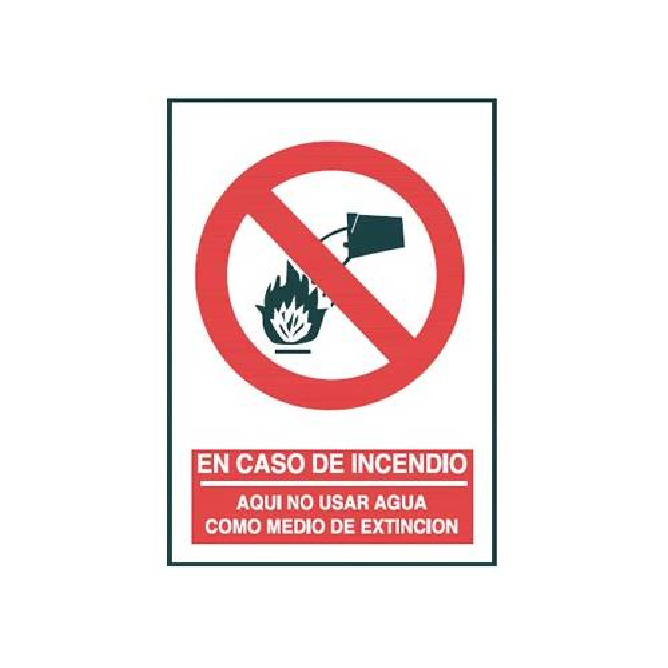 Señal EN CASO DE INCENDIO AQUÍ NO USAR AGUA COMO MEDIO DE EXTINCIÓN