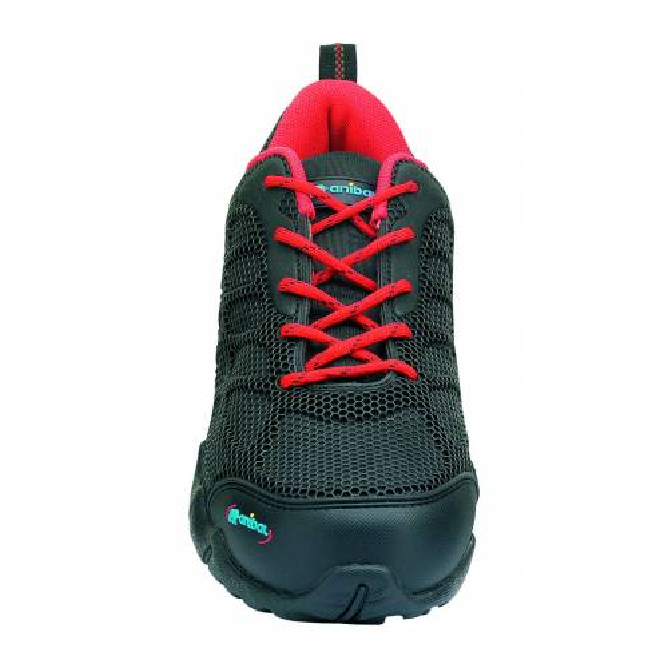 Zapato de seguridad deportivo negro corte inyectado de PU sobre base textil S1P