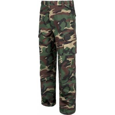 Pantalón de camuflaje con refuerzos y multibolsillos.