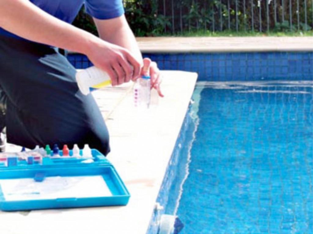 limpieza de piscina cloro